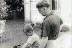 Задорнов-отец приучает Задорнова-сына к труду. г.Юрмала 1955 г.